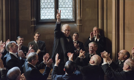 4106_D013_00374_CROP (ctr) Gary Oldman stars as Winston Churchill in director Joe Wright's DARKEST HOUR, a Focus Features release. Credit: Jack English / Focus Features